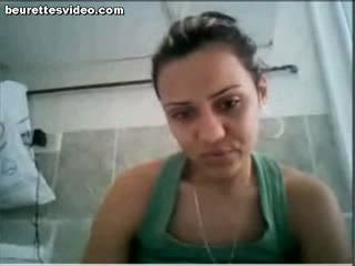 tunisienne webcam Tunisienne se doigte devant sa webcam